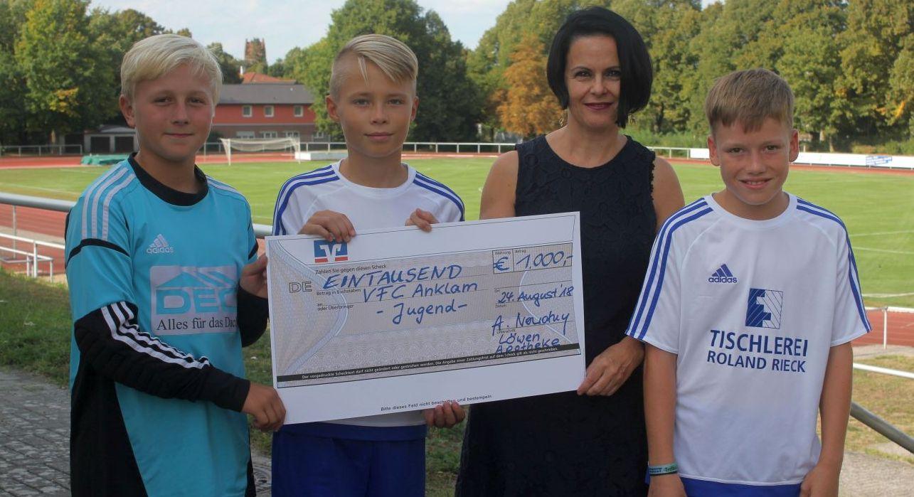 Apothekerin Andrea Nowotny bleibt treue Unterstützerin unseres Clubs