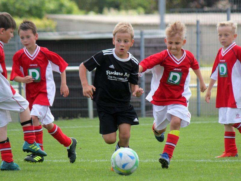 6. Sommerturnier: 200 kleine Kicker feiern ihren Sport