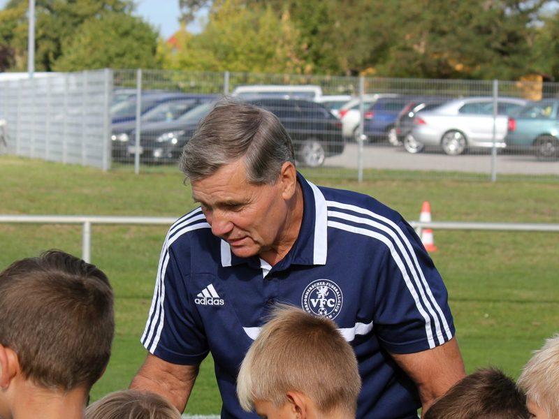 Fußball-Zwerge unserer F-Jugend jubeln in Greifswald