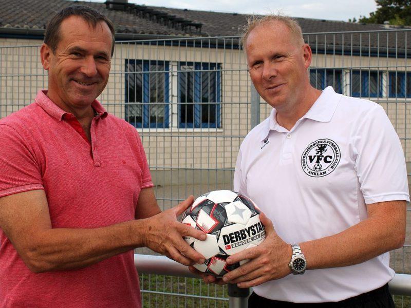 Sportgeschäftsinhaber Dirk Wollenburg spendiert unseren Kickern neue Fußbälle