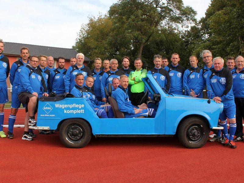 Roland Becker spendiert unseren Ü35-Kickern neue Trainings-Pullover