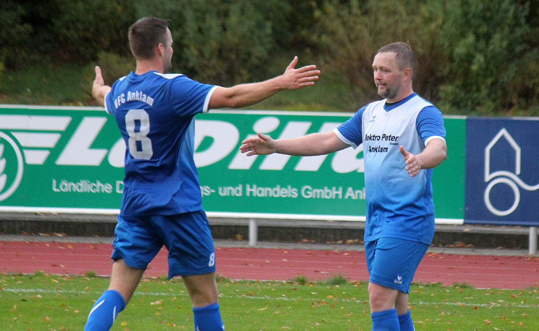 Landesliga-Kicker feiern 6:1-Auswärtssieg beim TSV 1860 Stralsund