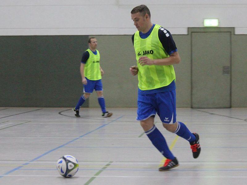 Ü35-Kicker gewinnen Hallenturnier des Pelsiner SV