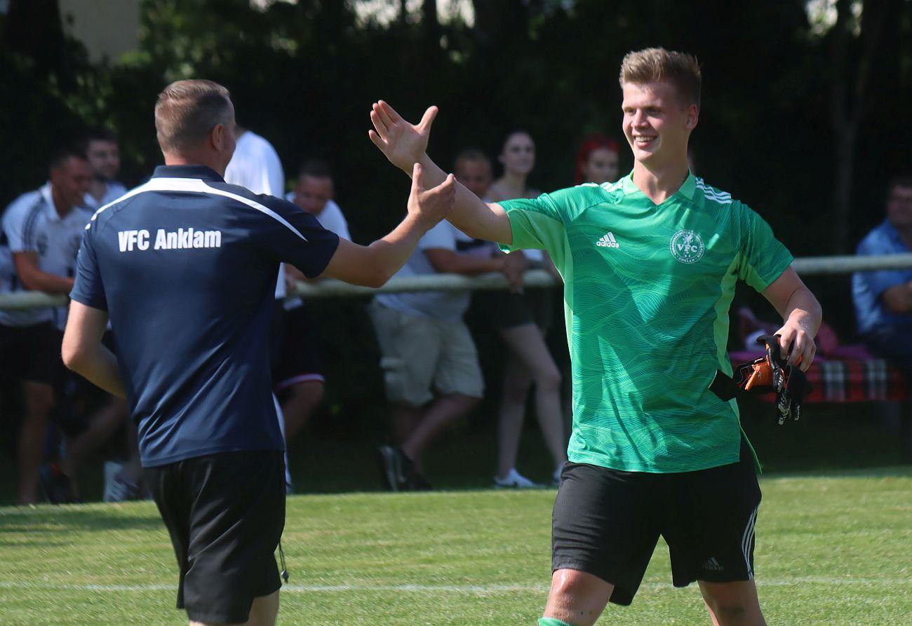 Kreisoberliga-Kicker feiern in Greifswald ihren ersten Saisonsieg
