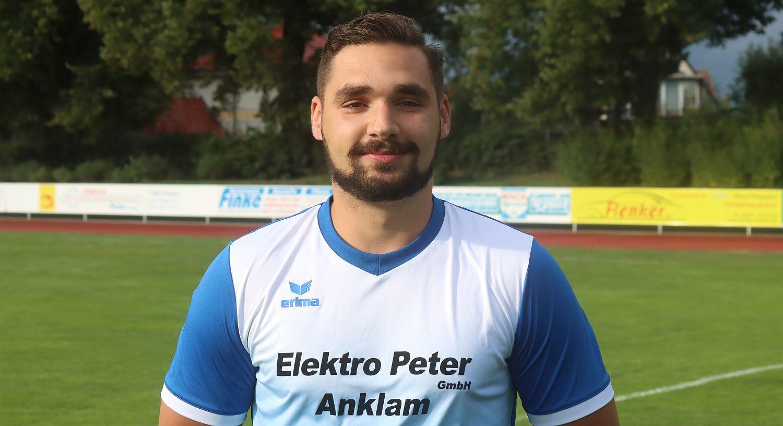 Verteidiger Sascha Pribbernow verhindert mit Kopfball-Treffer Niederlage in Malchin